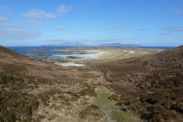 A first view of Sanna Bay on the walk from Portuairk