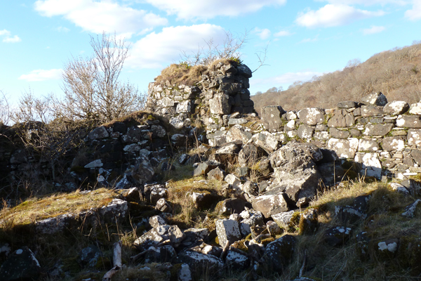 The remains of the bounday walls of Caisteal Nan Con