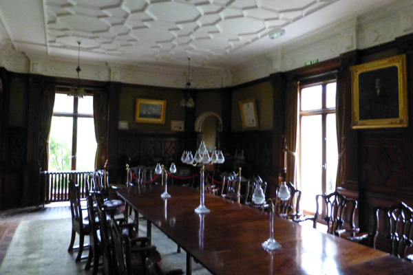 Dining room in Kinloch Castle with mahogany walls and table