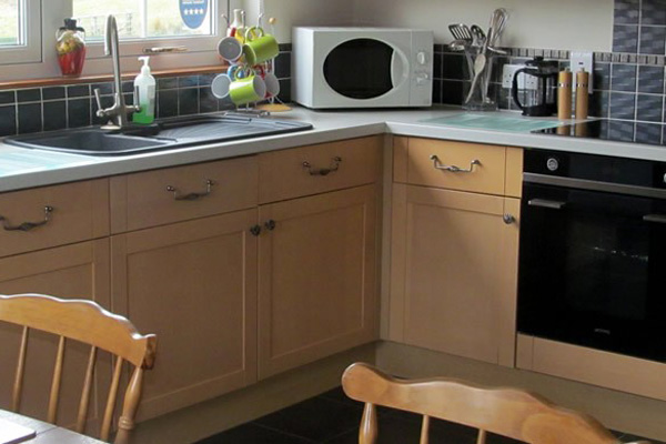Brae Mhor Cottage - fully fitted modern kitchen