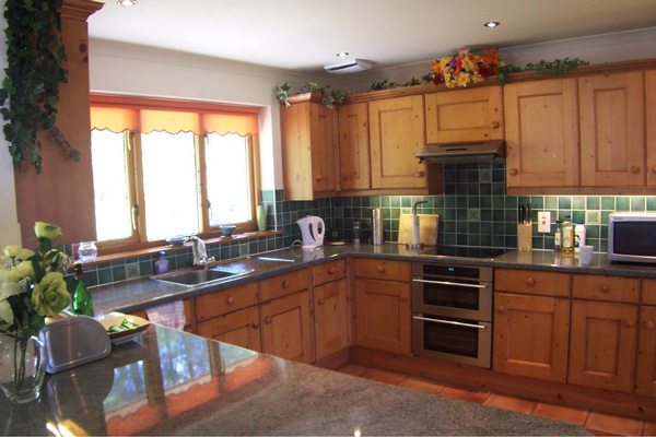 Fernbank Cottage - fully fitted kitchen