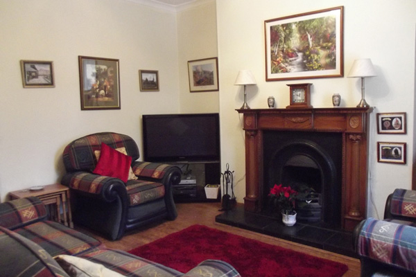 Glen Nevis Cottage - Lounge with open fire