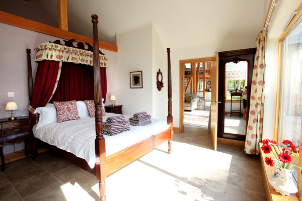 Knoydart House Luxury Accommodation - double bedroom