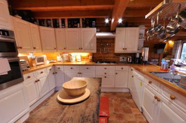 The Logs - fully equipped kitchen