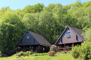 Mingarry Lodges, log cabins in the woods