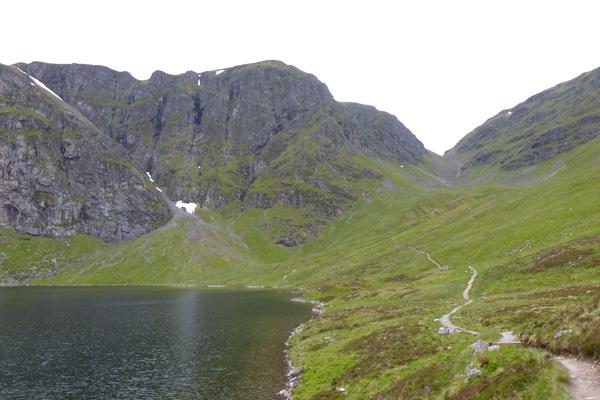 Lochan a Choire with cliffs behind