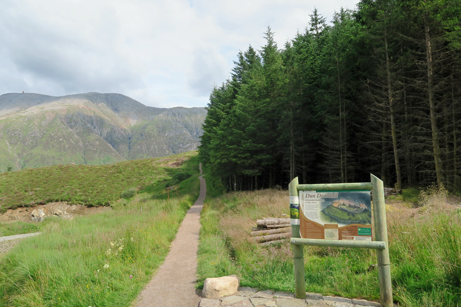 Take the path off The West Highland Way towards Dun Deardail