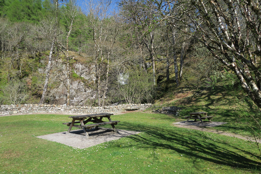 The lovely picnic area by the Chia-aig falls