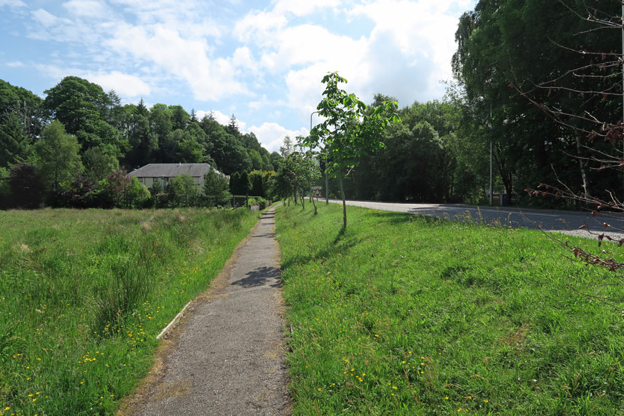 The path along the A86