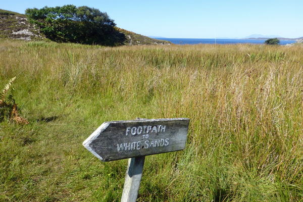The sign for the footpath onwards to the beach in Smirisary