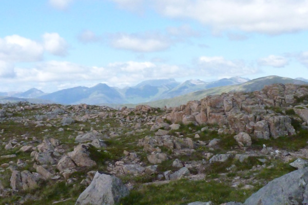 The numerous outcrops on Creag Dhubh