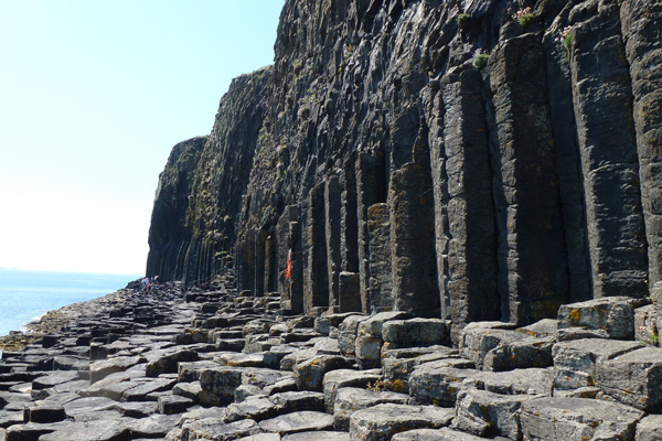 The route to Fingals cave on Staffa
